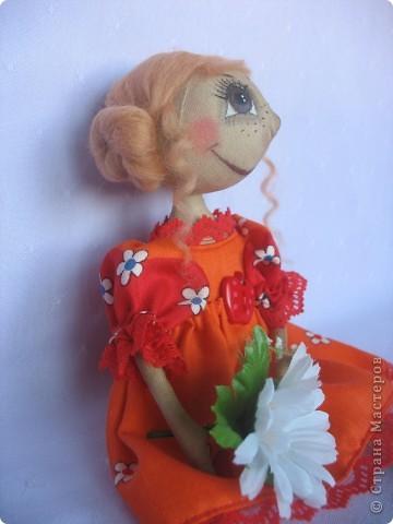 Вот такая куколка родилась у меня для замечательной девушки Наташи. Мариночка пойдёт на День рожденья к Наташке со своей ромашкой!!! фото 2