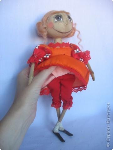 Вот такая куколка родилась у меня для замечательной девушки Наташи. Мариночка пойдёт на День рожденья к Наташке со своей ромашкой!!! фото 3