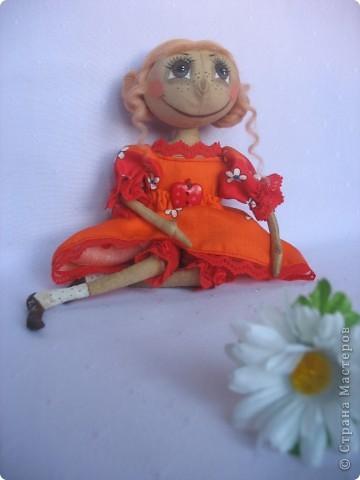 Вот такая куколка родилась у меня для замечательной девушки Наташи. Мариночка пойдёт на День рожденья к Наташке со своей ромашкой!!! фото 4