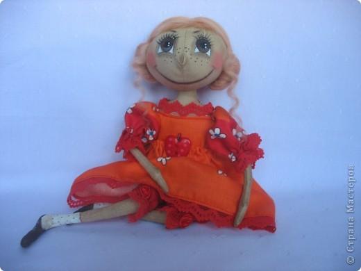 Вот такая куколка родилась у меня для замечательной девушки Наташи. Мариночка пойдёт на День рожденья к Наташке со своей ромашкой!!! фото 5