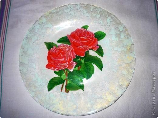Захотела порадовать своих друзей и сделать веселую посуду.Купила 6 мелких и 6 глубоких стеклянных тарелок.И добавила к ним вазу. фото 4