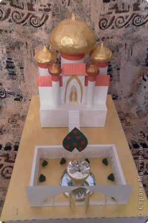 Задали по ИЗО сделать замок (любой) ну и вот что получилось. Купола делала из папье-маше и покрывала золотой акриловой краской. фото 1