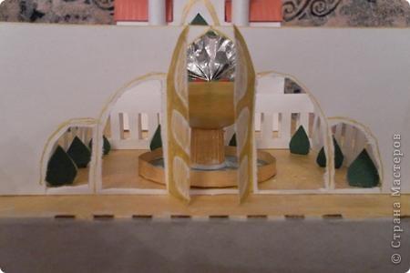 Задали по ИЗО сделать замок (любой) ну и вот что получилось. Купола делала из папье-маше и покрывала золотой акриловой краской. фото 2