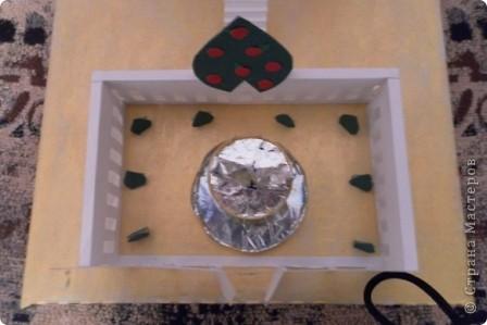 Задали по ИЗО сделать замок (любой) ну и вот что получилось. Купола делала из папье-маше и покрывала золотой акриловой краской. фото 3