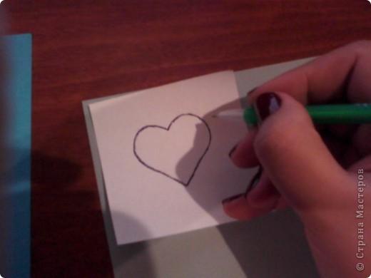 Вам понадобится: Клей ПВА,Термопистолет,ножницы,картон А4,серый и голубой цвет,карандаш,ручка,серебристая лента голубого цвета и серебряного,15см сеточки для украшения подарков(продаётся в местах упаковки подарков)2 сердечка  и 1 ключик(гальваника),кисточка или палочка для клея,цыганская игла или шило,формочка в виде сердечка,линеечка,кристаллики голубого цвета-8 штук,и хорошее настроение))) фото 5