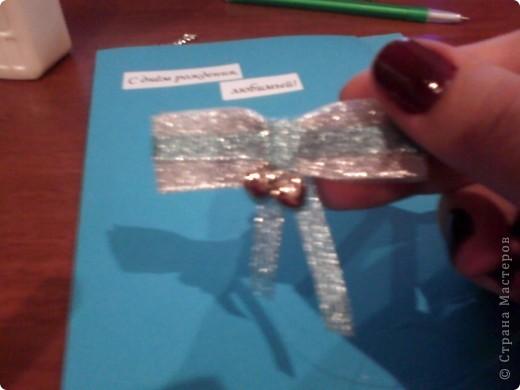 Вам понадобится: Клей ПВА,Термопистолет,ножницы,картон А4,серый и голубой цвет,карандаш,ручка,серебристая лента голубого цвета и серебряного,15см сеточки для украшения подарков(продаётся в местах упаковки подарков)2 сердечка  и 1 ключик(гальваника),кисточка или палочка для клея,цыганская игла или шило,формочка в виде сердечка,линеечка,кристаллики голубого цвета-8 штук,и хорошее настроение))) фото 16