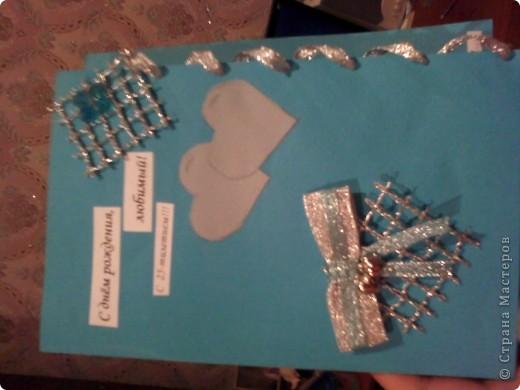 Вам понадобится: Клей ПВА,Термопистолет,ножницы,картон А4,серый и голубой цвет,карандаш,ручка,серебристая лента голубого цвета и серебряного,15см сеточки для украшения подарков(продаётся в местах упаковки подарков)2 сердечка  и 1 ключик(гальваника),кисточка или палочка для клея,цыганская игла или шило,формочка в виде сердечка,линеечка,кристаллики голубого цвета-8 штук,и хорошее настроение))) фото 26