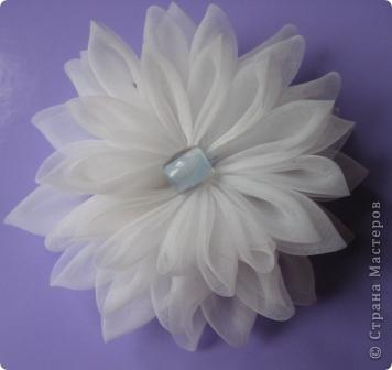 Вот пробую еще различные цветочки-заколочки.. фото 2