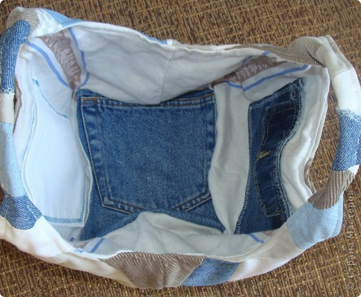 """Вот такая сумочка в стиле """"крейзи"""" пэчворк получилась из старых джинсов. фото 2"""