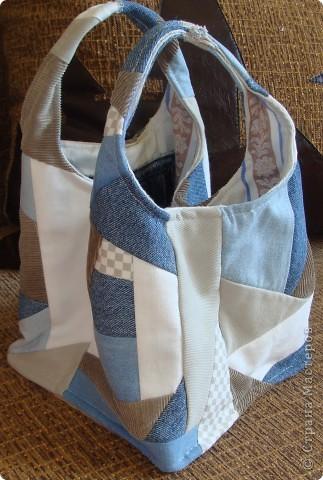 """Вот такая сумочка в стиле """"крейзи"""" пэчворк получилась из старых джинсов. фото 1"""