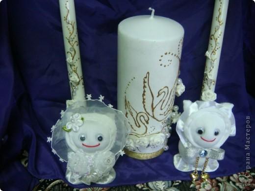 На свадьбу моей старшей дочери я приготовила подарок.На свадьбе полотенца будут украшены лебедями ,хотелось поддержать эту тему. Это бокалы для жениха и невесты.Огромное спасибо Саровочке!Её работы вдохновили на создание этих бокалов. фото 2