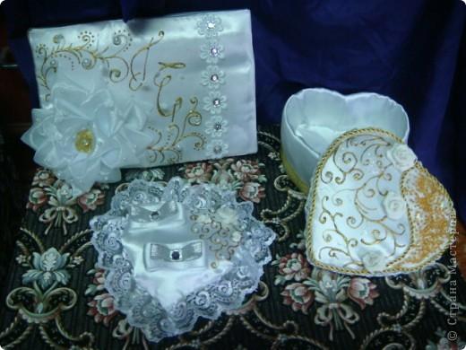 На свадьбу моей старшей дочери я приготовила подарок.На свадьбе полотенца будут украшены лебедями ,хотелось поддержать эту тему. Это бокалы для жениха и невесты.Огромное спасибо Саровочке!Её работы вдохновили на создание этих бокалов. фото 4