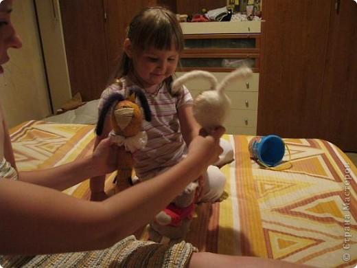 Вот они - мои долгожданные кролы! Принц Маук и его возлюбленая Мая! Они ехали долго, но даже не притронулись к конфеткам, которые им положили в дорогу. Вот это настоящая любовь!)))) фото 6