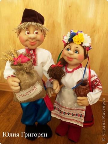 Парочка в украинском национальном костюме фото 1