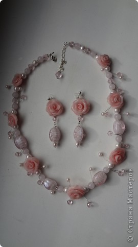 романтическое украшение из пластики, искусственного жемчуга и бусин из муранского стекла фото 1