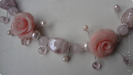романтическое украшение из пластики, искусственного жемчуга и бусин из муранского стекла фото 3