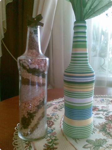Для любимой племянницы родился маленький подарочек без особого повода: бутылочка с крупами и бутылочка, обмотанная нитками. Надеюсь, ей понравится. Делать бутылочку с нитками мне так понравилось, что я сегодня уже нашла кучу бутылок и накупила ниток. Буду творить!