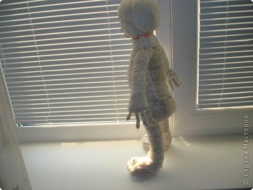 Из проволоки которая потдаётся изгибанию я скрутила проволочный каркас тела будущей куклы.Концы проволоки прикрутила и зажала плоскозубцами. фото 18