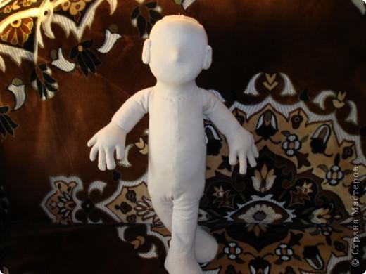 Из проволоки которая потдаётся изгибанию я скрутила проволочный каркас тела будущей куклы.Концы проволоки прикрутила и зажала плоскозубцами. фото 21