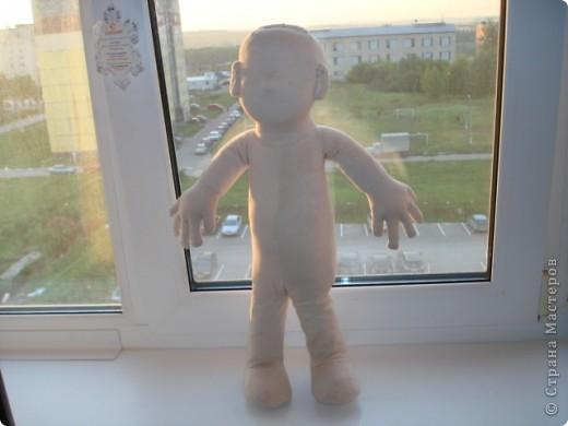 Из проволоки которая потдаётся изгибанию я скрутила проволочный каркас тела будущей куклы.Концы проволоки прикрутила и зажала плоскозубцами. фото 22