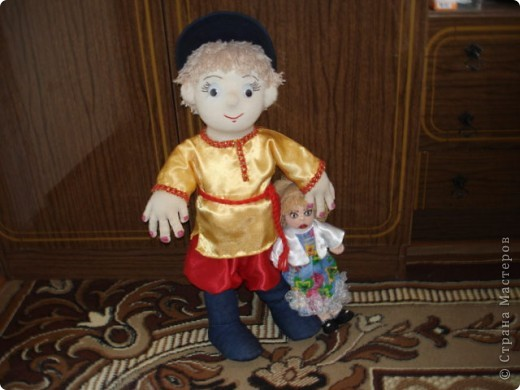 Из проволоки которая потдаётся изгибанию я скрутила проволочный каркас тела будущей куклы.Концы проволоки прикрутила и зажала плоскозубцами. фото 24