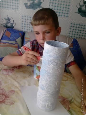 Здравствуйте дорогие мои!Решила я себе вазочку обновить. По вашим мк. Одела чулок на основу приклеила.Начала красить -чулок сильно краску впитывает цвета на ткани почти не остается. фото 1