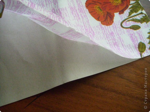 """Все, кто хоть раз делал открытки или странички скрап сталкивались с такой проблемой, как фон. Конечно, можно купить готовую скрапбумагу, но """"немного"""" дороговато, можно распечатать готовые фоны, но что делать тем, у кого нет цветного принтера. Вот я и хочу подкинуть пару идеек.  Первый фон: монотипия. У Стране есть такой раздел, и МК на эту тему, но там вроде не используется мыло. Я показываю как нас учили в училище 100 лет назад. тогда мы слова такого не знали: скрап. Материалы на фотографии. фото 14"""