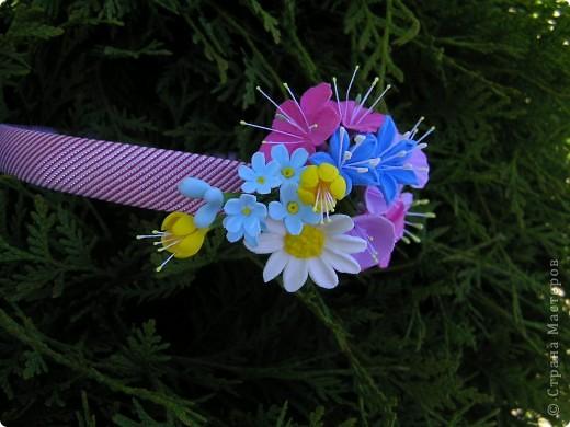 Ободок для волос украсили полевые цветочки фото 1