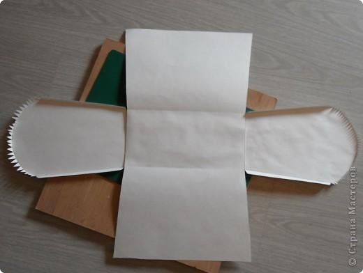 Для казны лучше всего подходит плотная бумага (280-300)  или нетолстый картон. Я делала из бумаги для акварели, но казна очень быстро теряет форму, мнётся, появляются некрасивые заломы. Её практически нельзя транспортировать и класть в неё тяжёлые конверты. Хотя, если не оклеивать тканью, и «на скорую руку» для одного вечера – вполне подойдёт. Сегодня расскажу, как делала именно такую – одноразовую казну. С наименьшим числом «швов». Хотя, на фото казна посложнее - с крышкой Аналогично можно сделать бонбоньерки. соответственно, уменьшив размеры.  Думаю, сам принцип работы описан уже не один раз. Поэтому авторскими тут могут считаться только чертежи и размеры казны. фото 5