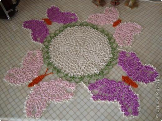 """Схему  этой салфетки увидела на """"Осинке"""".  Цвета и нюансы придумала сама. Вяжется из элементов - центр, бабочки, затем - сборка.  фото 1"""