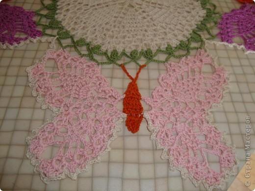 """Схему  этой салфетки увидела на """"Осинке"""".  Цвета и нюансы придумала сама. Вяжется из элементов - центр, бабочки, затем - сборка.  фото 4"""