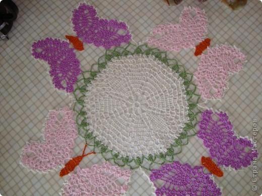 """Схему  этой салфетки увидела на """"Осинке"""".  Цвета и нюансы придумала сама. Вяжется из элементов - центр, бабочки, затем - сборка.  фото 2"""
