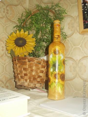 Мой первый опыт в декупаже бутылок. Недочеты, конечно, есть и я их учту.