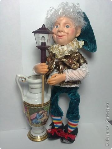 Хочу представить вам Гнома, который поселился в моем доме. Кукла вылеплена из Фимо+Цернит. Высота 23 см. фото 1
