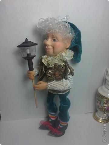 Хочу представить вам Гнома, который поселился в моем доме. Кукла вылеплена из Фимо+Цернит. Высота 23 см. фото 4