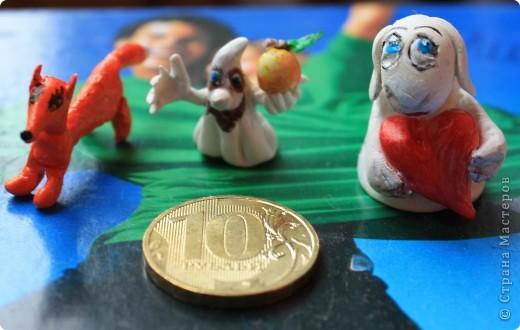 Вот пробы игрушек. Рядом 10 рублевая монетка для сравнения фото 1