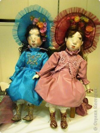 В предновогодние деньки в г.Иркутске в выставочном зале Дома художников проходила выставка авторских кукол. Мне посчастливилось там побывать,вот решила показать и вам,милые рукодельницы, те шедевры,которые там выставлены. Техники и материалы  были разнообразными: и скульптурный текстиль,и керамика, и рога животных, и вязание,валяние, и многое-многое другое. Авторы разного возраста и уровня мастерства.  фото 5