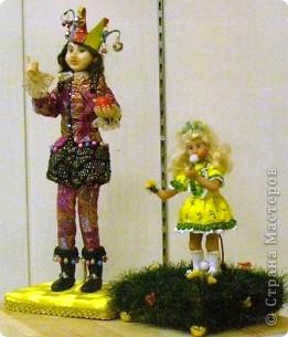 В предновогодние деньки в г.Иркутске в выставочном зале Дома художников проходила выставка авторских кукол. Мне посчастливилось там побывать,вот решила показать и вам,милые рукодельницы, те шедевры,которые там выставлены. Техники и материалы  были разнообразными: и скульптурный текстиль,и керамика, и рога животных, и вязание,валяние, и многое-многое другое. Авторы разного возраста и уровня мастерства.  фото 11