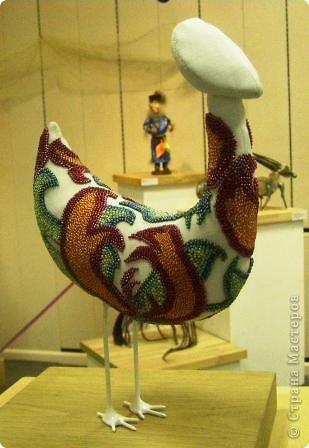 В предновогодние деньки в г.Иркутске в выставочном зале Дома художников проходила выставка авторских кукол. Мне посчастливилось там побывать,вот решила показать и вам,милые рукодельницы, те шедевры,которые там выставлены. Техники и материалы  были разнообразными: и скульптурный текстиль,и керамика, и рога животных, и вязание,валяние, и многое-многое другое. Авторы разного возраста и уровня мастерства.  фото 12