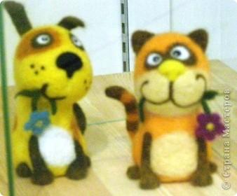 В предновогодние деньки в г.Иркутске в выставочном зале Дома художников проходила выставка авторских кукол. Мне посчастливилось там побывать,вот решила показать и вам,милые рукодельницы, те шедевры,которые там выставлены. Техники и материалы  были разнообразными: и скульптурный текстиль,и керамика, и рога животных, и вязание,валяние, и многое-многое другое. Авторы разного возраста и уровня мастерства.  фото 20