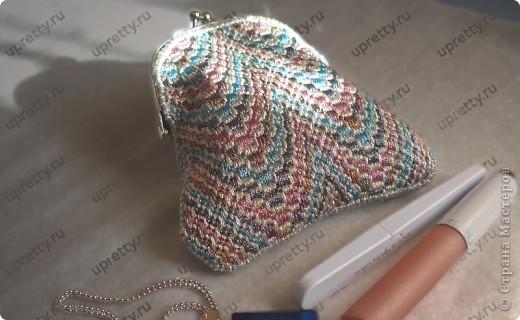 Кошелек-косметичка для мелочей выполнен в технике барджелло или флорентийская вышивка.