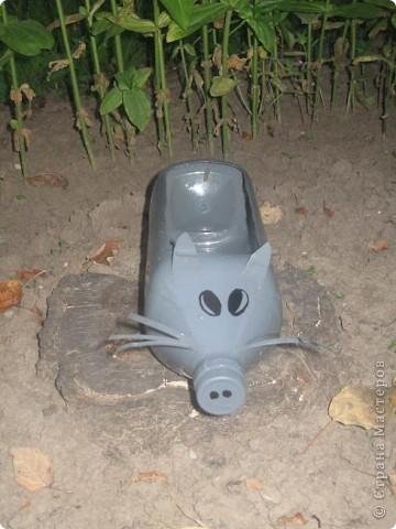 Мышь из пластиковой бутылки. Осталось насыпать опилки и посадить патрушку фото 1