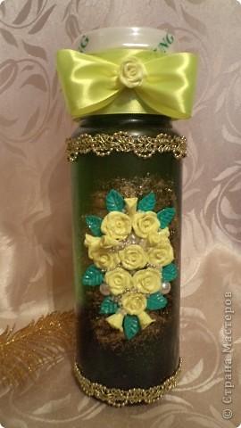 Вот такую бутылочку сделала на подарок. Молодая девушка заказала для мамы. Я посоветовала купить бутылку с широким горлом, чтобы потом можно было использовать в качестве вазы. фото 2
