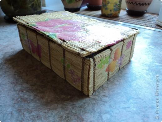 Склеила себе такой коробок, но ещё не придумала для чего он будет служить.. фото 7