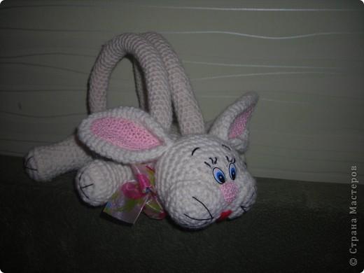 Сумка зайчик связана для девочки по описанию которое можно скачать сдесь http://depositfiles.com/files/3evqq5cm6 |depositfiles.com  http://www.turbobit.net/1pmyz122fmg6.html | turbobit.net   фото 1