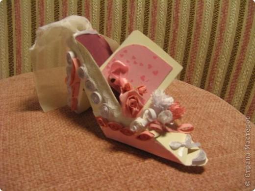 Здраствуйте уважаемые мастера и мастерицы!  Рада показать свою первую работу с тех пор как я на этом сайте.)Эта милая маленький туфелька, подарок одной очаровательной невесте. фото 1