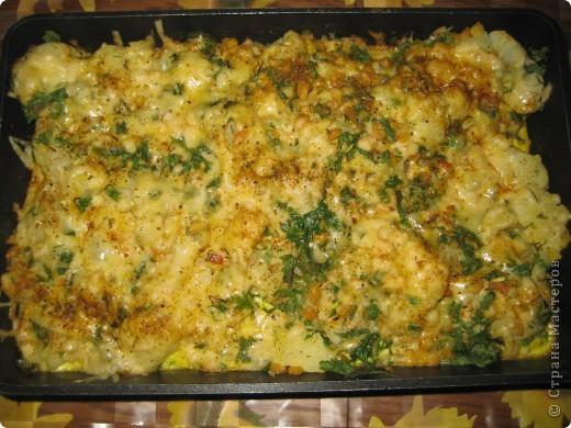 Цветная капуста 1-1,5 кг  кукуруза или зелёный горошек 200г или банка (если консервированный),  сыр 100-150 г,  молоко, сливки или сметана 150-200 г,  масло  яйцо 3 шт.  зелень,  соль,  перец,  Приготовление:  Капусту разобрать на соцветия и отварить в солёной воде до готовности 5-10мин.Готовую капусту процедить, смешать с кукурузой или горошком и положить в форму для запекания.Яйца вбить с молоком.Смесь вылить на выложенную в форму для запекания капусту.Натереть сыр на терке и посыпать сверху, можно разложить кусочки сливочного масла.Поставить в горячую духовку на 20 мин., пока сыр не зарумянится. Приятного аппетита! фото 2