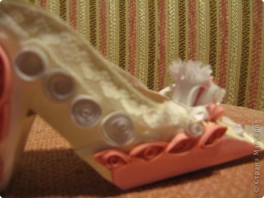 Здраствуйте уважаемые мастера и мастерицы!  Рада показать свою первую работу с тех пор как я на этом сайте.)Эта милая маленький туфелька, подарок одной очаровательной невесте. фото 3