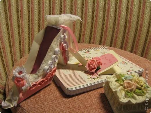 Здраствуйте уважаемые мастера и мастерицы!  Рада показать свою первую работу с тех пор как я на этом сайте.)Эта милая маленький туфелька, подарок одной очаровательной невесте. фото 4