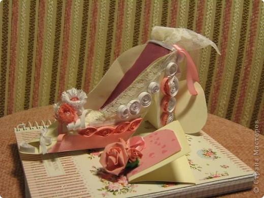 Здраствуйте уважаемые мастера и мастерицы!  Рада показать свою первую работу с тех пор как я на этом сайте.)Эта милая маленький туфелька, подарок одной очаровательной невесте. фото 5